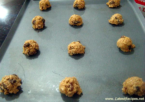 cinnamon_oatmeal_raisin_cookies_1