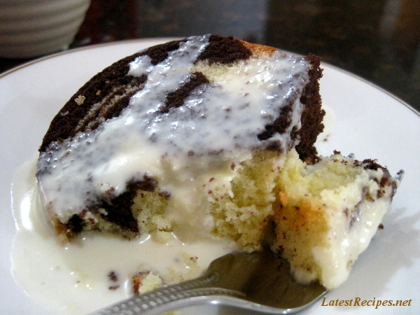 marble_pound_cake_with_white_chocolate_sauce