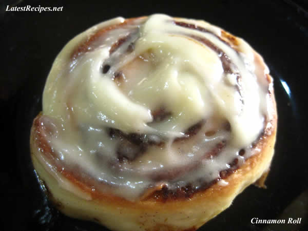 cinnamon_roll_with_creamcheese_topping